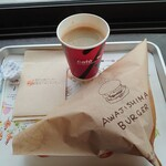 あわじ島バーガー 淡路島オニオンキッチン - オニオンビーフバーガーとコーヒー