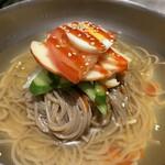 144096264 - 韓国冷麺は盛岡と違って