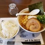 麺屋ダイニング ナナシ - 料理写真:煮干しらーめん黒+らいす中2021.01.08