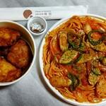 お惣菜デリカ梅田 - 唐揚げとスパゲティ