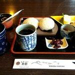 Wakaurashokudou - 鯛めしおにぎりSET 税込680円+DRINK SETのホットコーヒー 税込200円