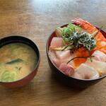 お食事処 大漁 - 2020/12/7 海鮮丼、味噌汁