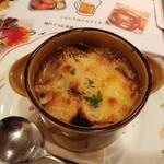 エルナ・アドリアーン - オニオン グラタン スープ