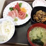 メフレ市場食堂 - 特別メニュー鮪づくし定食800円。