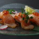 居酒屋 にじゅうまる - 炙りサーモンの握り寿司3かん