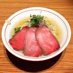 nibo - 料理写真:ローストビーフのせ牛脂煮干そば