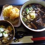 よも麺てんき - 炭火鶏めしと よも麺 ¥800 + トッピングは肉×肉 ¥200 + 玉ねぎ ¥100