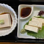 安江  - 蕎麦切り定食のセットの胡麻豆腐と出汁巻湯葉です