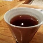 ごはんや一芯 - 食終わりに出てきた温かいお茶。デザートの代わり的なイメージ。ホッとする味でした。