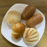 ブーランジェ - 料理写真:懐かしさを感じる、庶民派のパン達‼︎