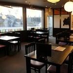 一成 - ホールのテーブル席は開放感たっぷり♪宴会にもご利用できます!