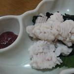 弥助鮨 - 料理写真:鱧の湯引き