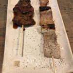 鳥辰 - 鳥レバー(130円税別)と豚串(180円税別)