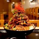 カルビ火山 - 牛カルビ丼・味噌ダレ(火山盛り320g 1,450円)