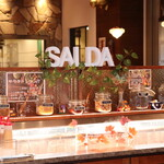 HIRO - 入口に位置する、セットサラダ、デザート用のミストケース!ミストのエンターテイメント性に、お子様もお喜びになられております!
