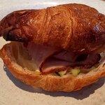 ダブルフォーアパートメント - サンドイッチ(ローストポークとピクルス)