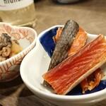 SAKEのちサカナ時々、そば しゅぼ - ⑥自家製鮭トバは柔らかく味わい深い◎旨味十分だ。