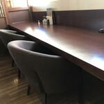 ユトリ珈琲店 - 深々としたソファ席