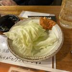 焼肉キングコング - お通しキャベツ