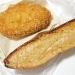 ベーカリー ラ トレッタ - ←キーマカレー。→ピーナッツバターフランス。