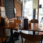 ガラク - 内観 テーブル席