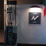 14424090 - 白い壁とイタリアの国旗が目印
