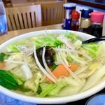 餃子の福来 - 麺はちょっとやわらかすぎか?餃子とタンメンで1300円はちょっと高い印象
