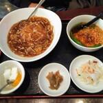 中国上海料理 豫園 - フカヒレあんかけ炒飯定食 1,390円(税別)