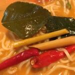 たっぷり野菜のベトナム食堂 SAIGON CAFE - ハーブ類アップ