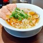 144268938 - 赤鶏と蛤の淡麗中華そば煮玉子入り(醤油味) 900円 ♪