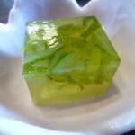 和風料理おかめ - 寒天。上の緑がかちダメだったって。あちはさっぱりすっきりに感じておいしく食べました。が、その味の正体何なのかどうしても思い出せなかった!