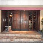 遠藤利三郎商店 - 重厚なドア