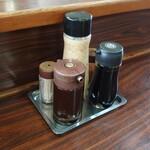 有明 - 料理写真:カウンターの卓上