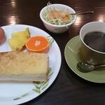 ペリーヌ - 料理写真:モーニング サービス(アーモンドトースト+サラダ+茹で卵+果物付き)コーヒー