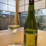 144271932 - ロワールの白ワインミュスカデ