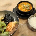 赤坂韓国料理・焼肉 兄夫食堂 - 牛肉スンドウフチゲとミニビビンバセット