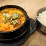 赤坂韓国料理・焼肉 兄夫食堂 - 牛肉スンドウフチゲとご飯