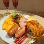 シェラトンクラブ - 料理写真:宮崎牛のローストビーフ シェラトンクロワッサンサンド
