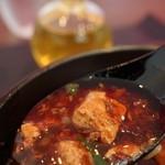 四川菜麺 紅麹屋 - 花椒油かけた