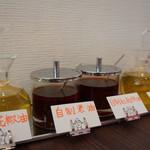 四川菜麺 紅麹屋 - 卓上調味料