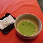 Kyoutotsuruyakakujuan - おうすと茶菓子