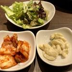 焼肉・韓国料理 KollaBo - サラダ、キムチ、マカロニサラダ