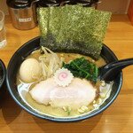 横浜ラーメン てっぺん家 - 料理写真:日替わりランチ880円のラーメン