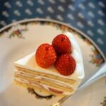 144292813 - 苺のショートケーキ・ブラン