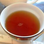 ラ パティスリー デュ ミュゼー パール トシ・ヨロイヅカ - 紅茶 一夜城¥670