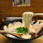 ぼっこ志 - 肉入り鶏白湯(980円)