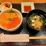 144299793 - 丼は全て味噌汁、漬物付き!生うにといくら、サーモンの3色丼Sサイズ2,530円