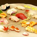魚問屋 まる吉 - 目にも美味しい握り盛り合わせ