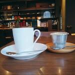 喫茶 アカリマチ - アカリマチブレンド、プリン、カウンター