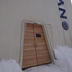 純生食パン工房 ハレパン - 入口は自動ドアです。